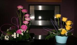 Rangkaian Bunga Mawar Kuning Dan Merah Muda