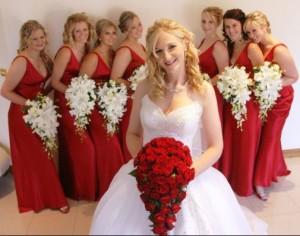 bunga pernikahan berwarna merah