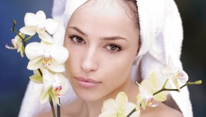 wanita dan bunga anggrek