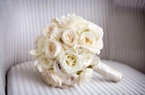 bunga-mawar-putih-pernikahan