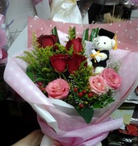 Buket Bunga Mawar Untuk Wisuda