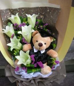 buket Bunga Lili Untuk Wisuda