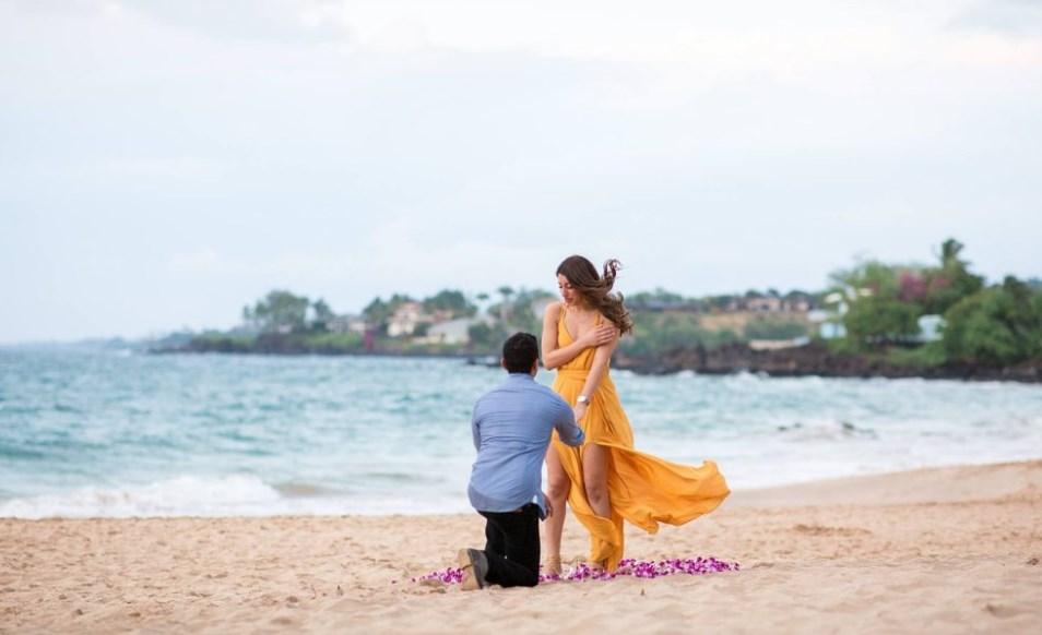 melamar pasangan dengan bunga anggrek