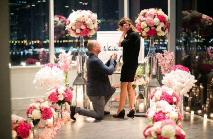 melamar pasangan dengan bunga peony
