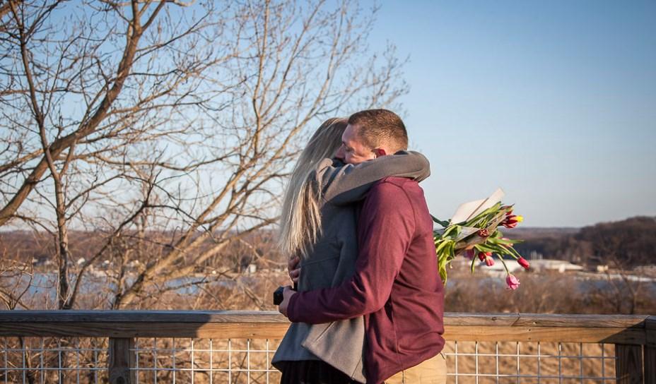 melamar pasangan dengan bunga tulip